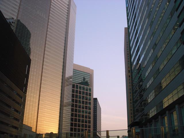 夕暮れのビル群 素材提供者:星野伸 撮影場所:東京、汐留付近 夕暮れのカレッタ汐留付近... 夕