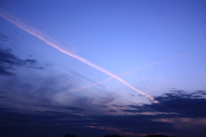 空・雲・航空写真のフリー写真素材・無料画像214 素材提供者:- 撮影場所:-(-) 空、雲、航
